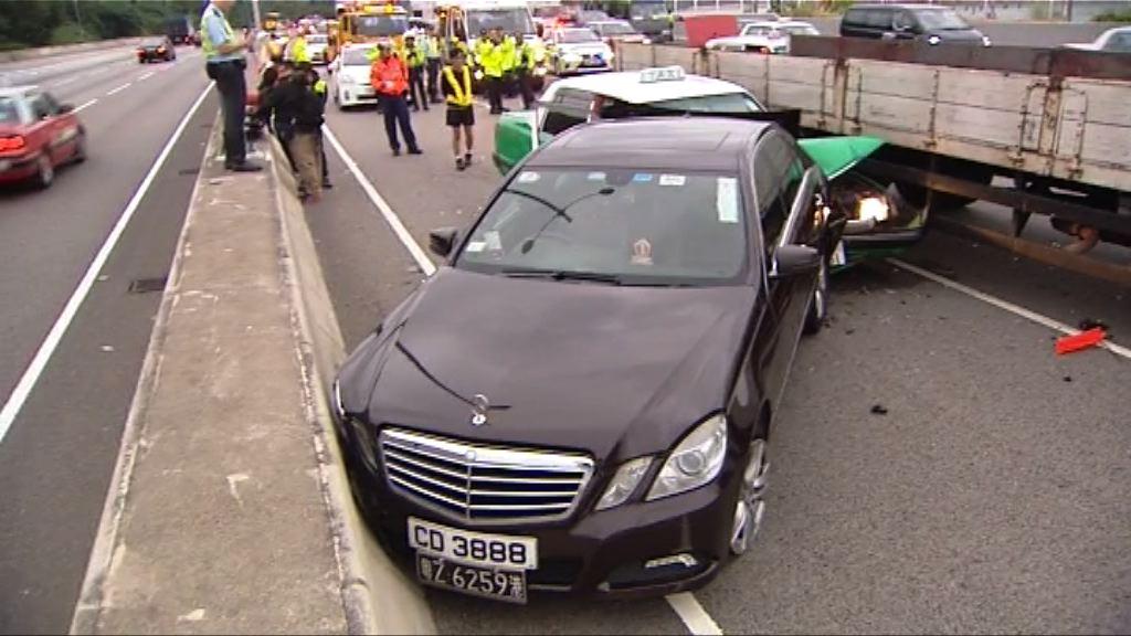 私家車減速尾隨車輛疑收掣不及釀車禍