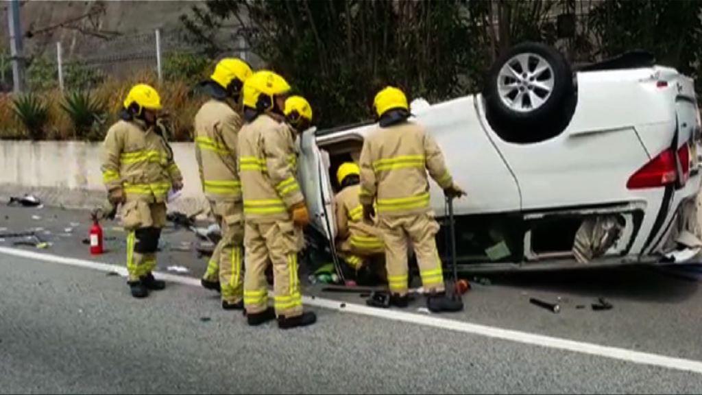北大嶼山公路兩車翻側一人傷