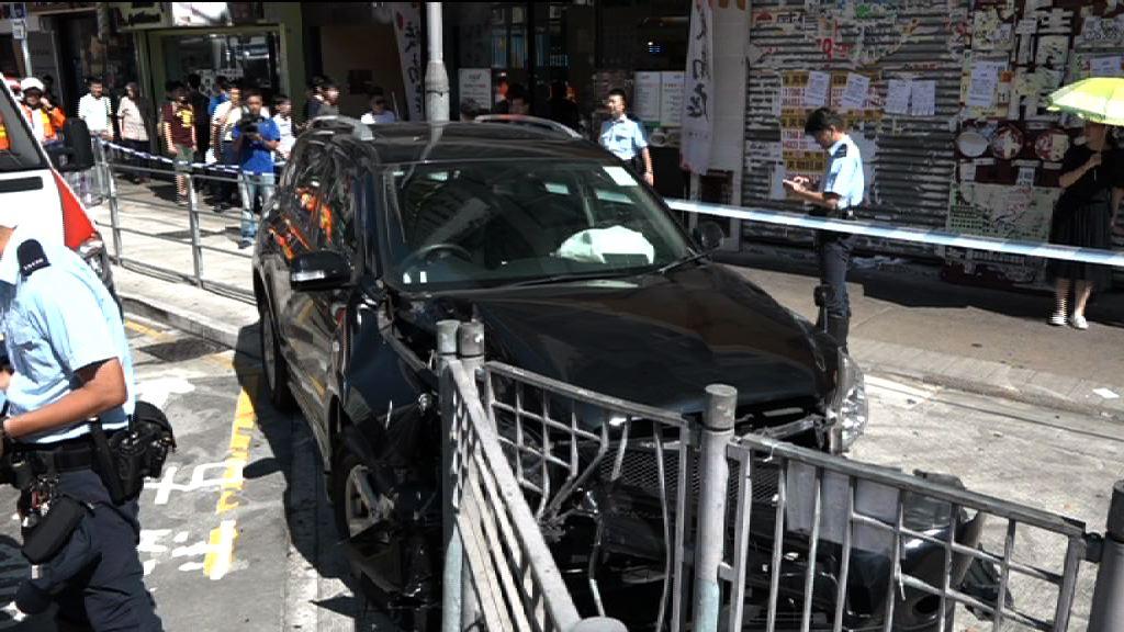 旺角私家車失事剷行人路四人傷