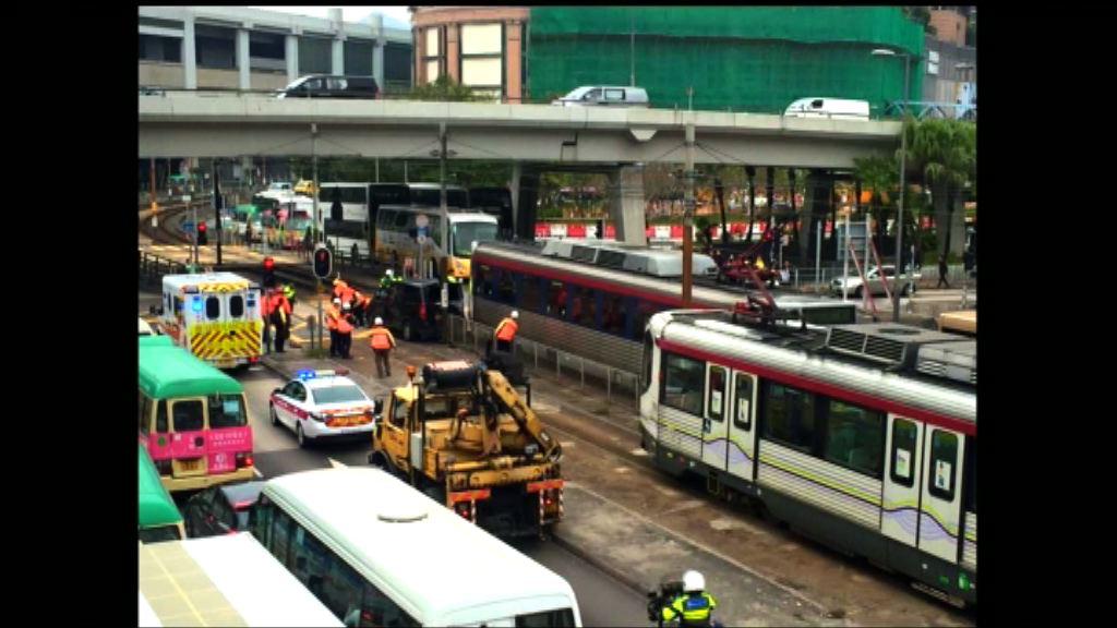 元朗輕鐵與客貨車相撞