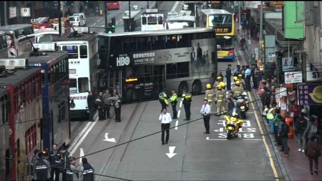 北角巴士與電車相撞七人傷