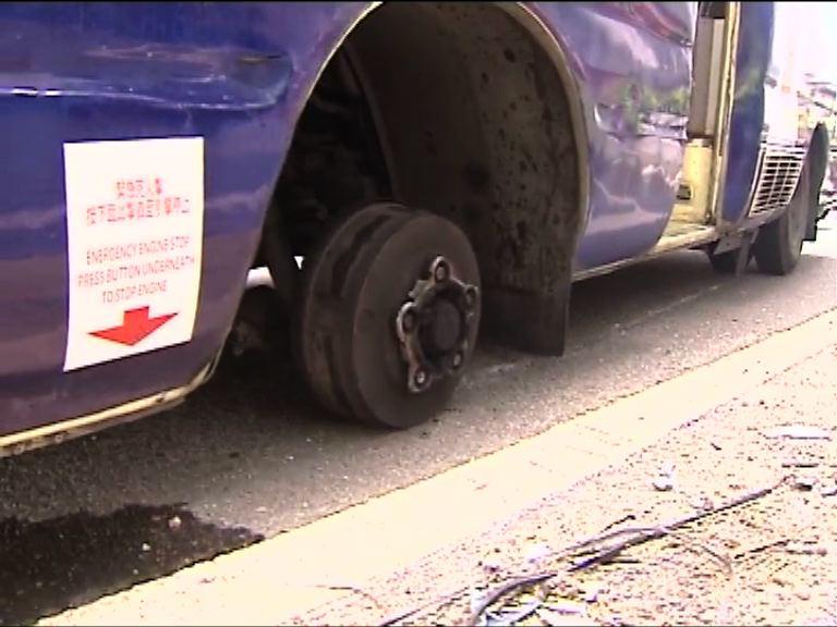 牛頭角小巴輪胎飛脫 42歲司機被捕