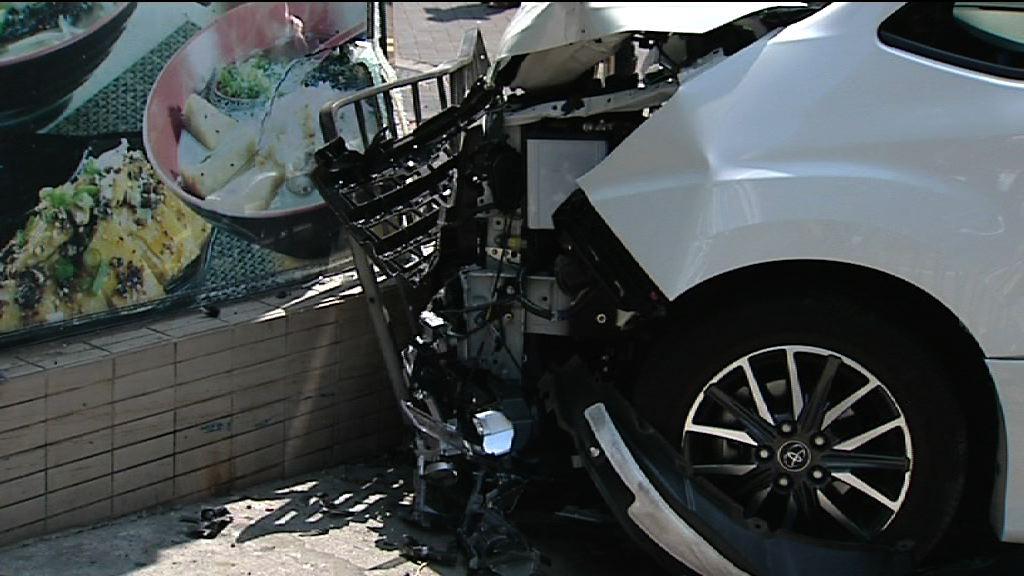 私家車牛頭角剷上行人路一人傷送院