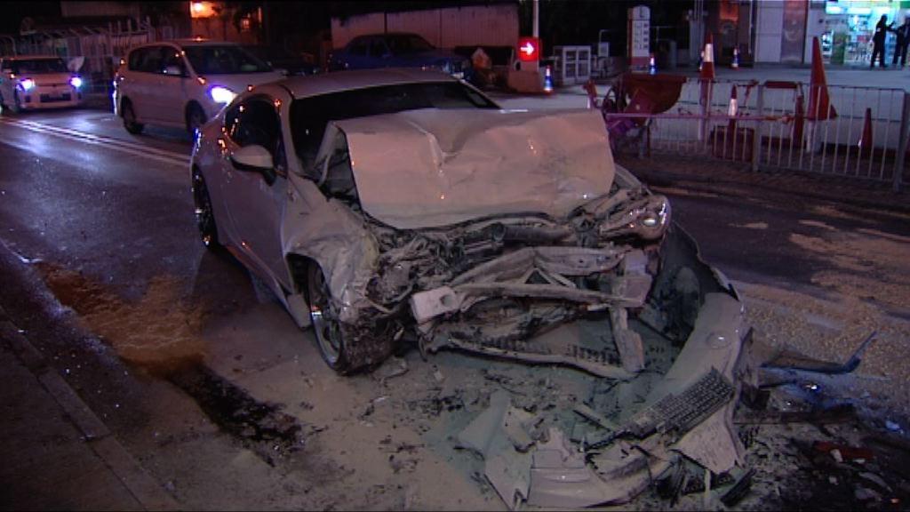 八鄉私家車與的士迎頭相撞四傷