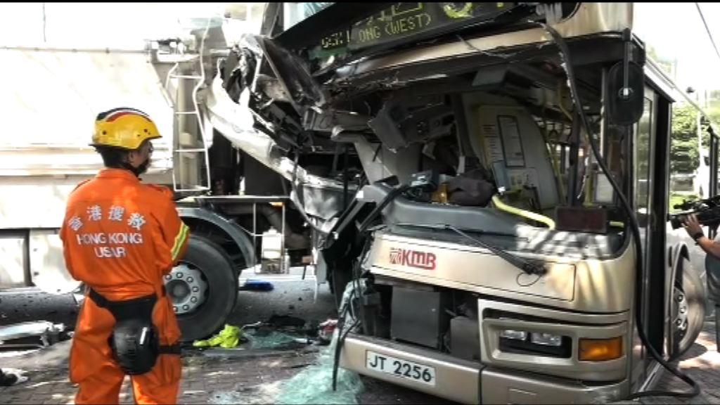 八鄉兩車相撞 警指泥頭車曾突然切線