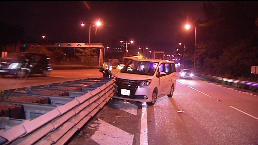 私家車八鄉撞欄 司機死亡
