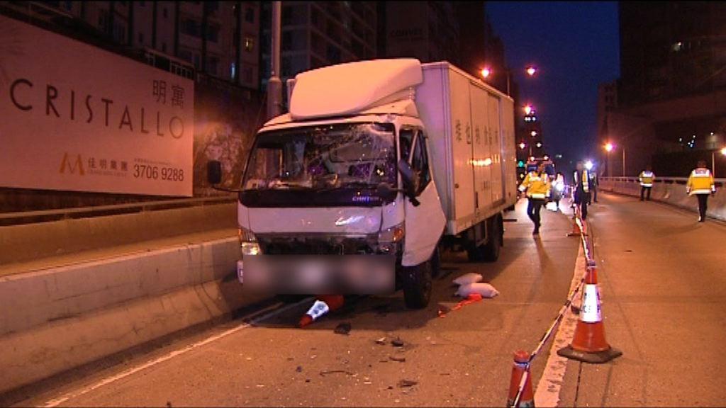 紅磡交警遭貨車撞倒傷重不治