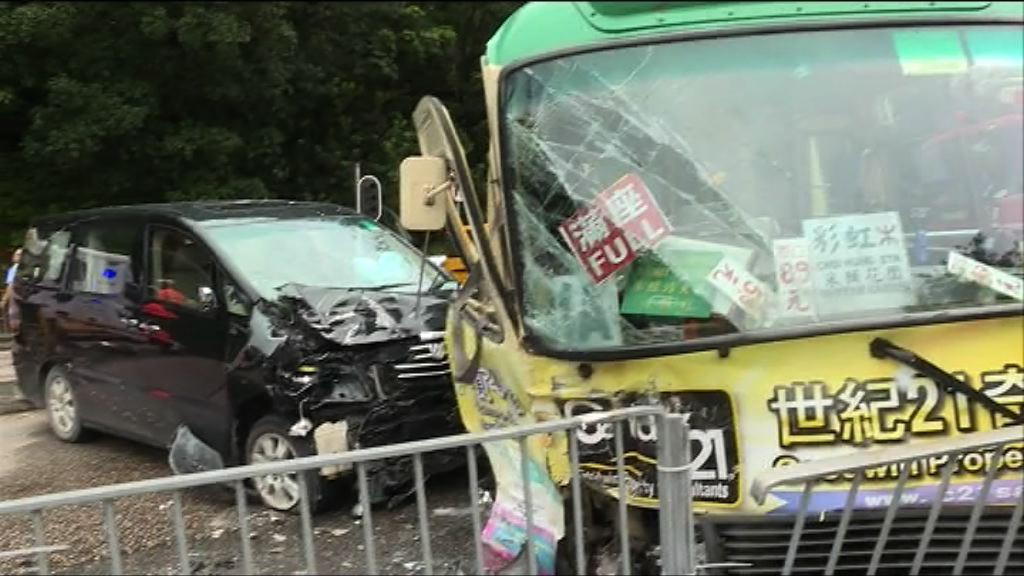 西貢公路四車相撞 至少十七人傷