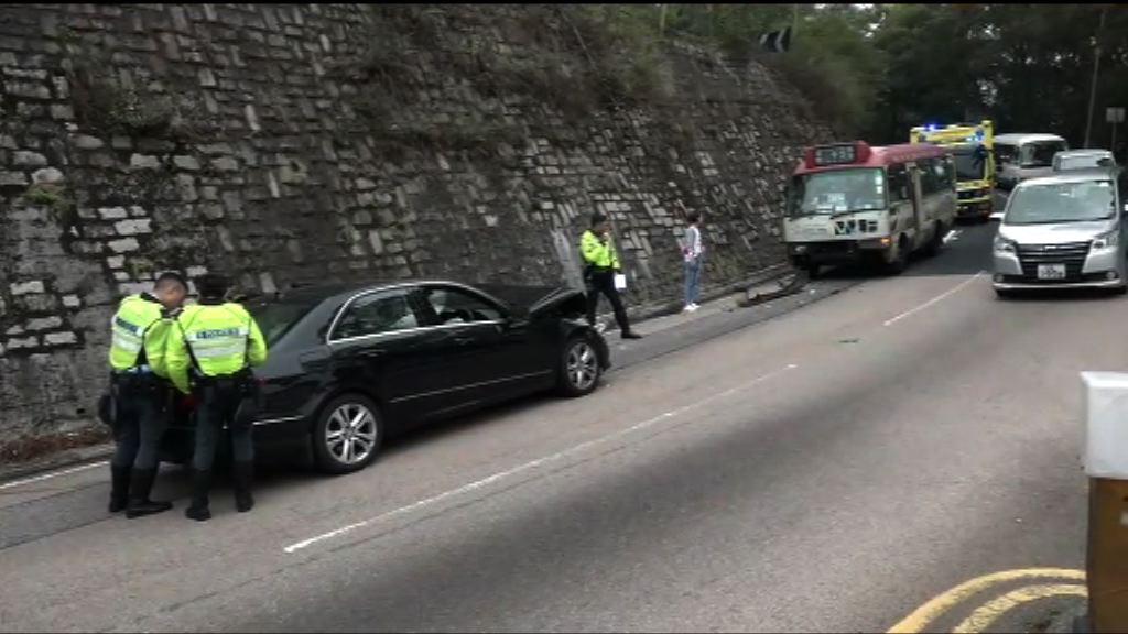 西貢私家車與小巴相撞八人傷