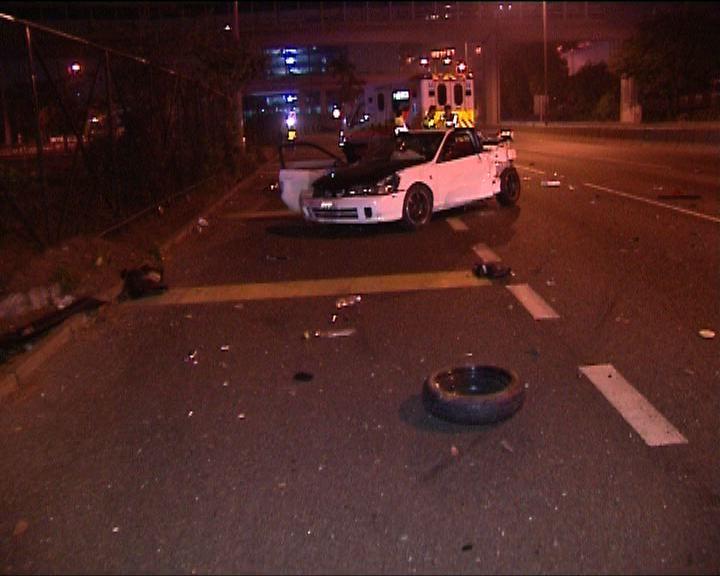 沙田私家車失事撞欄兩傷