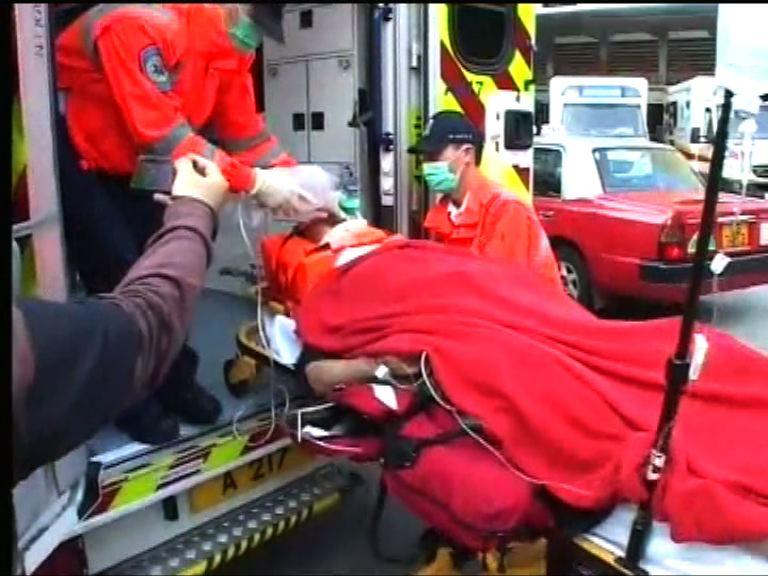 秀茂坪巴士撞傷過路男子