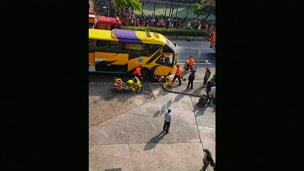 上水一老婦被撞捲入旅巴車底受傷