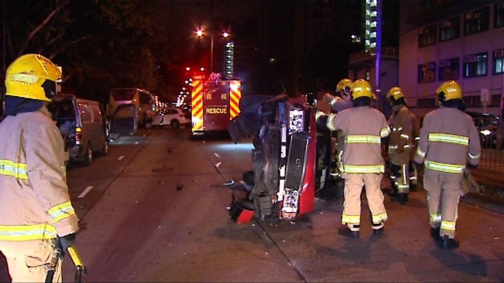 深水埗四車相撞兩人傷一司機逃
