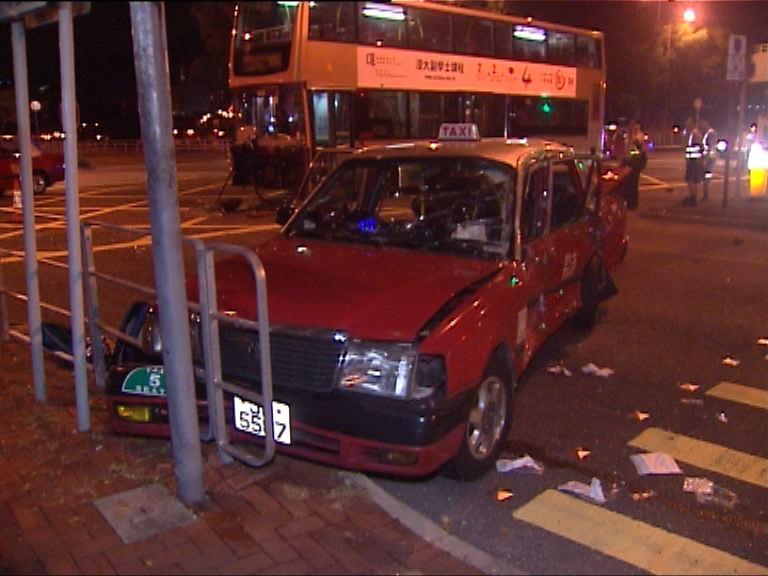 沙田巴士與的士相撞5人傷