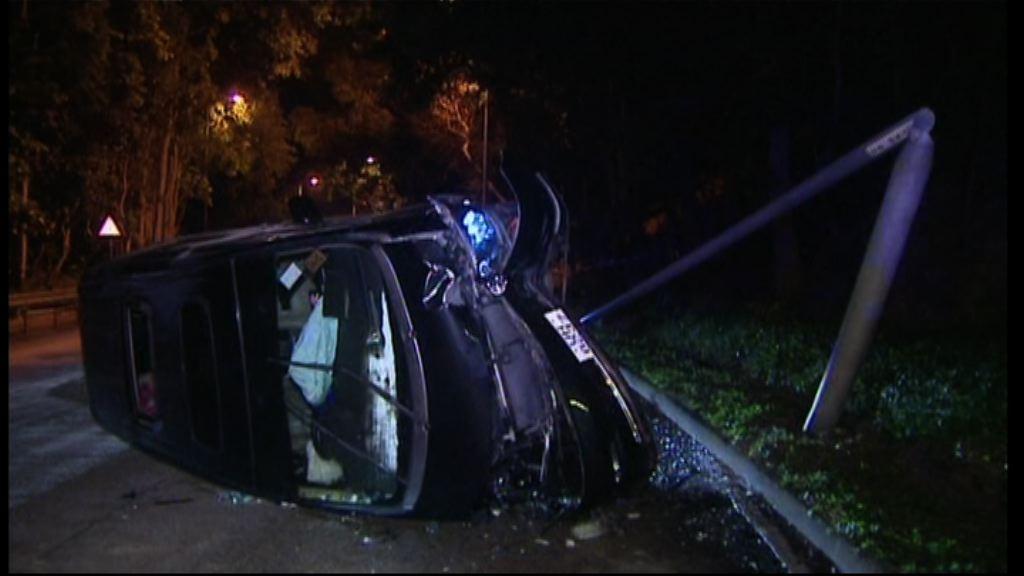 將軍澳交通意外 私家車司機撞車後失蹤