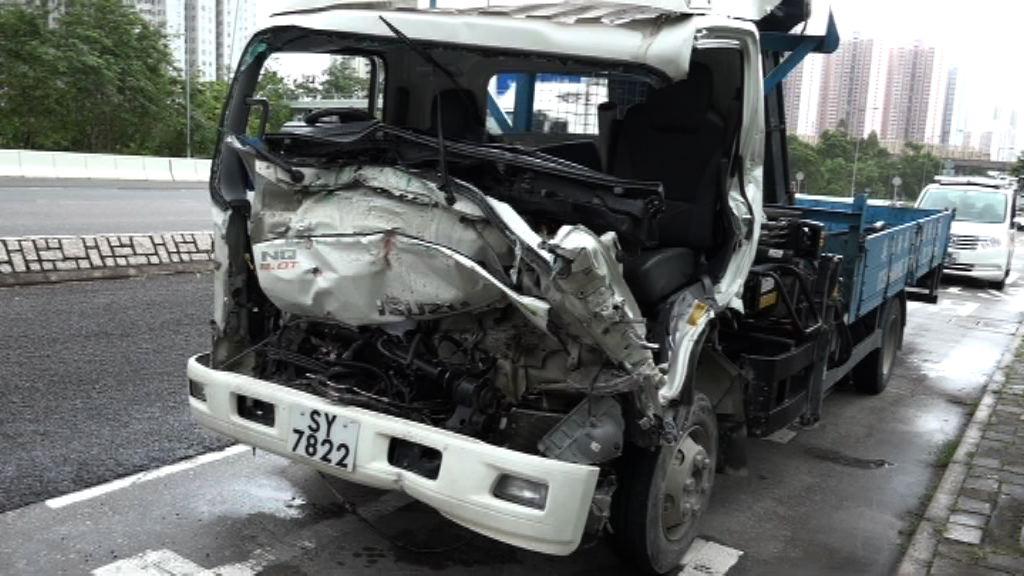 將軍澳兩貨車相撞兩人傷