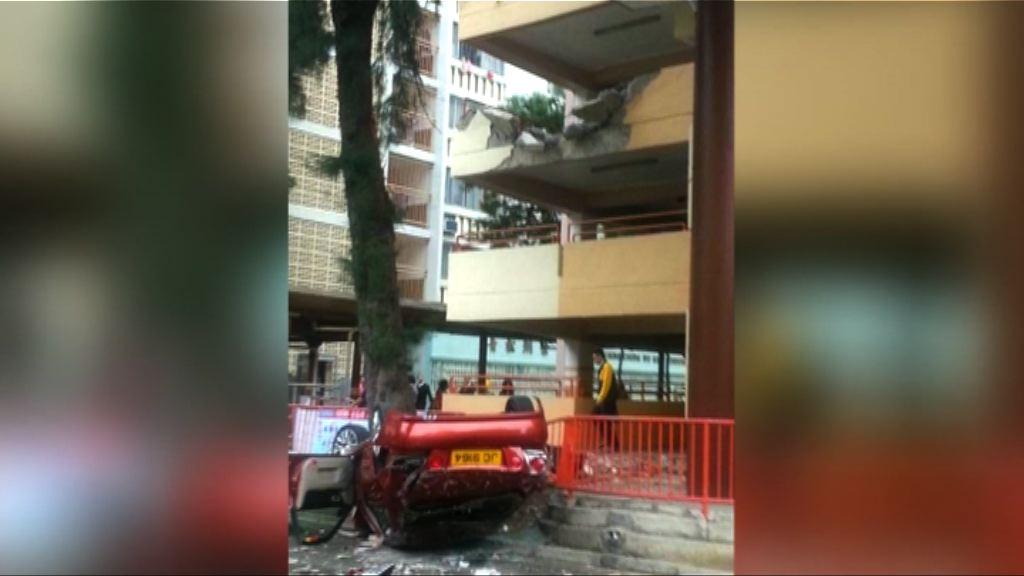 屯門私家車墮街女司機重傷