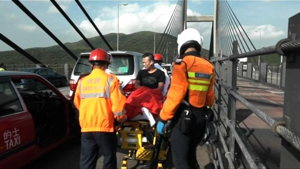青馬大橋12車相撞三人傷