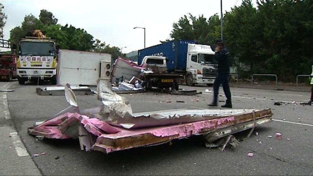 天水圍兩車相撞一司機重傷送院