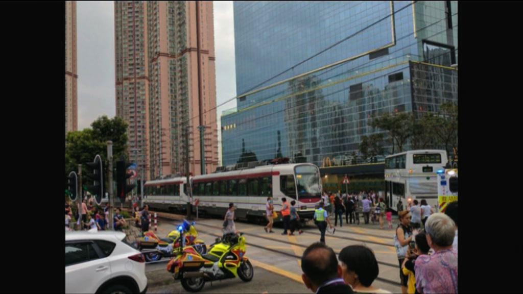 輕鐵與巴士天水圍相撞十九人傷
