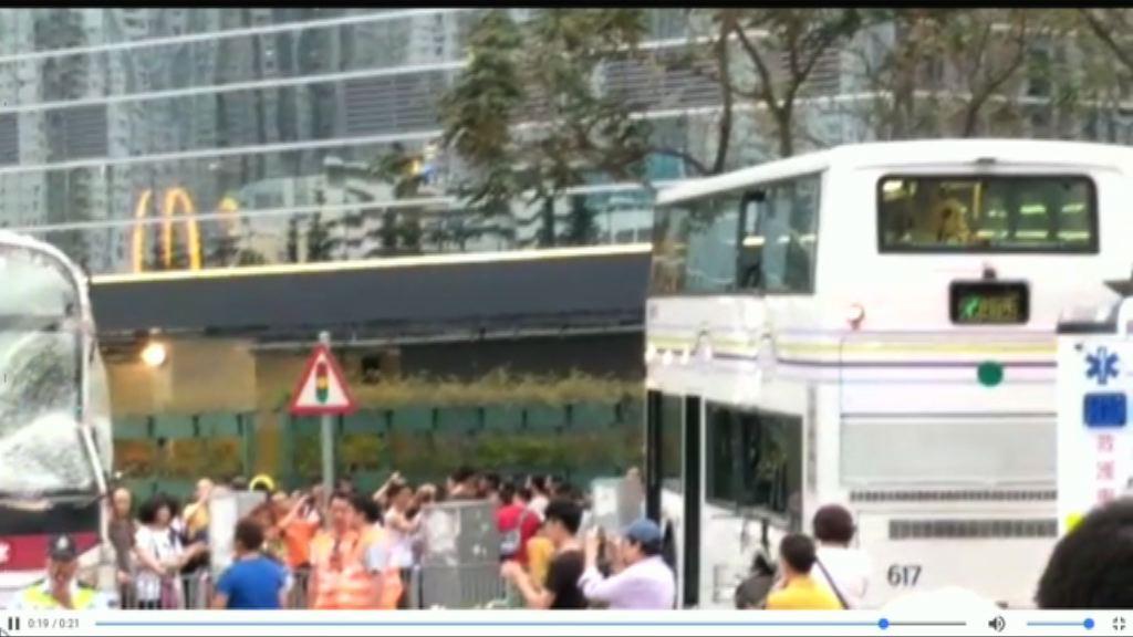 輕鐵與巴士天水圍相撞至少22傷