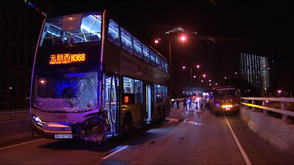 荃灣凌晨四車相撞釀五傷 警拘巴士女司機
