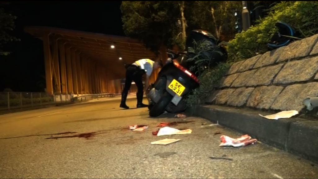 荃灣電單車撞過路途人兩傷
