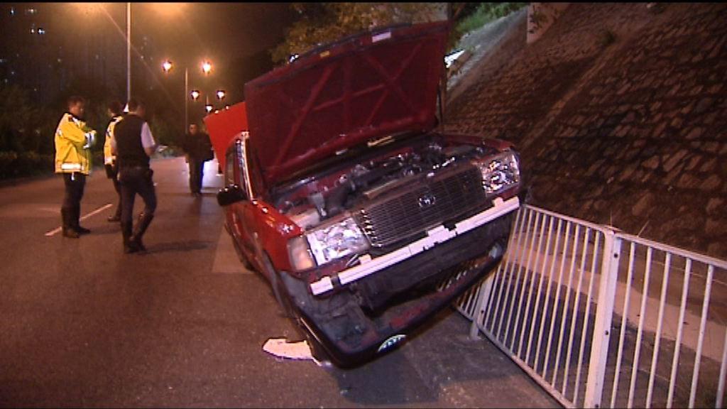 黃大仙的士與私家車相撞三人傷