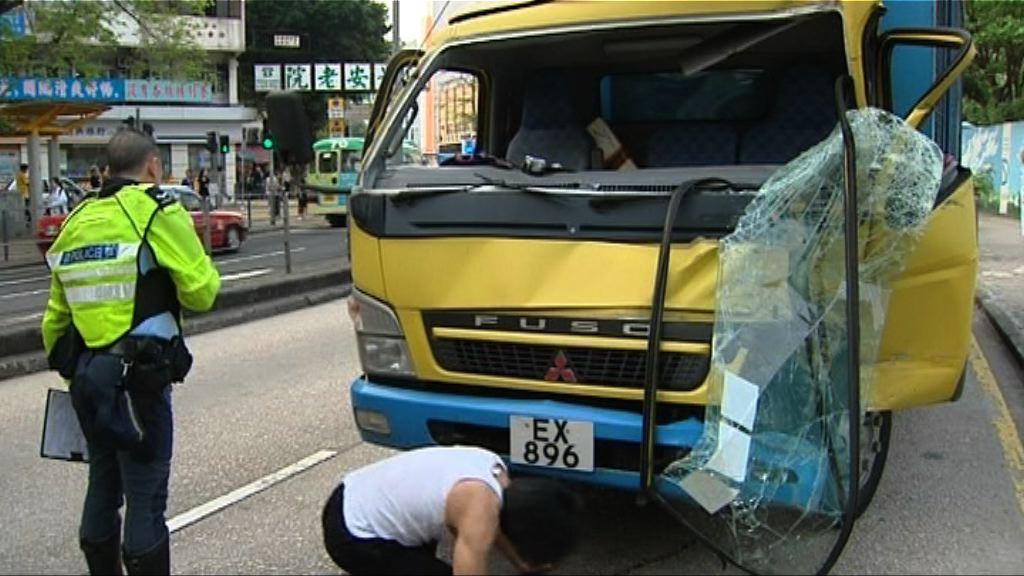 新蒲崗貨車與小巴相撞4傷