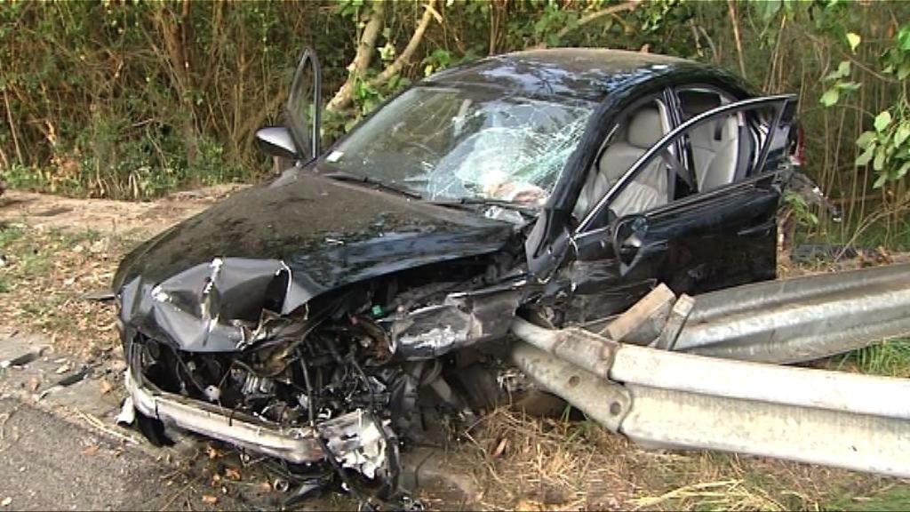 私家車青朗公路失事撞壆釀三傷