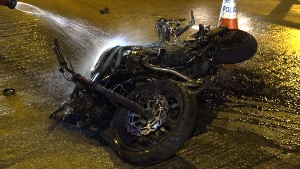 油麻地電單車與私家車相撞焚毀