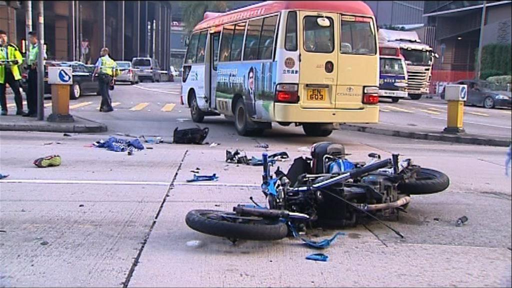 元朗小巴與電單車相撞 電單車司機死亡
