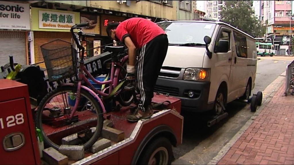 元朗單車老翁被客貨車撞傷