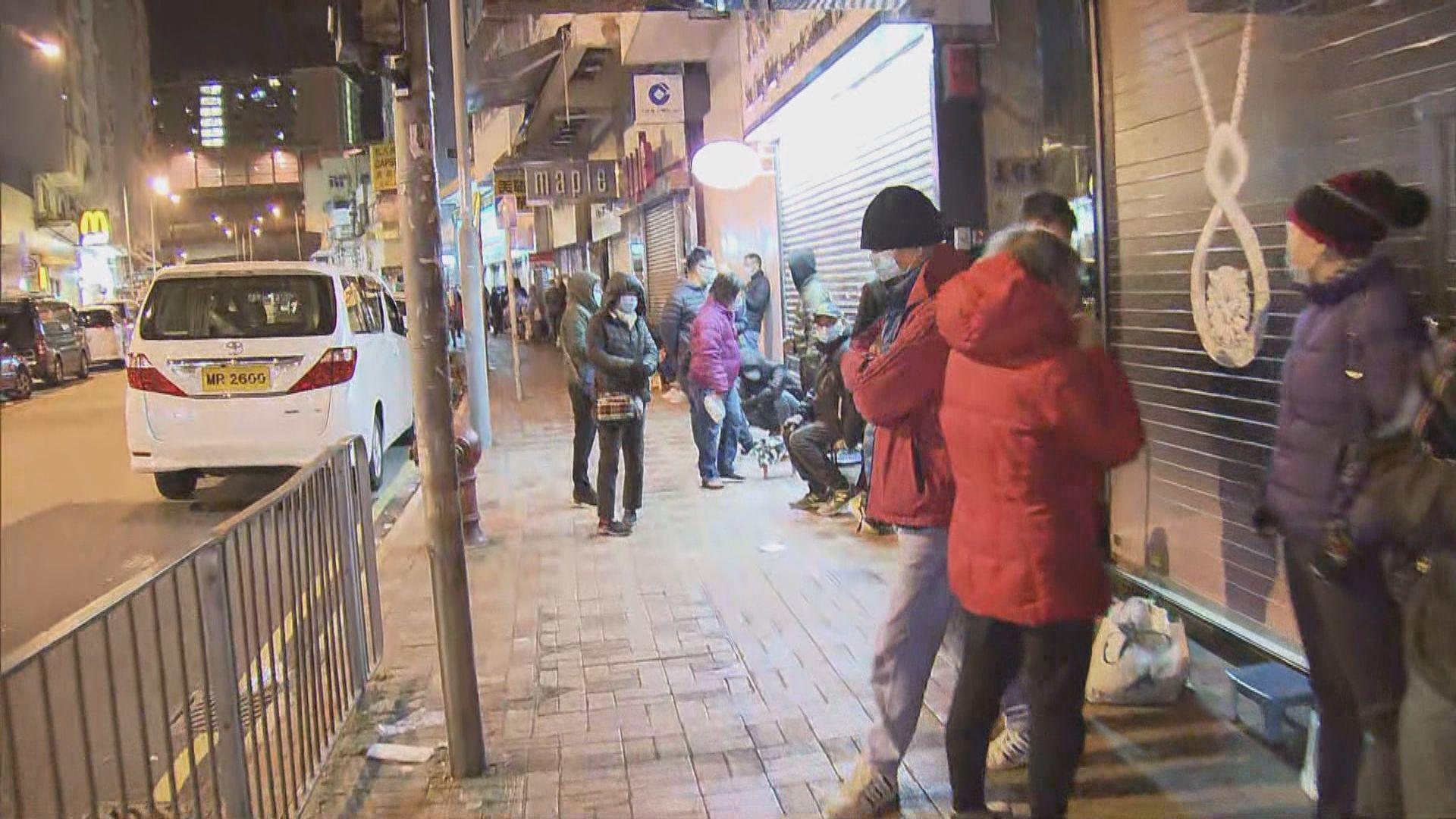 大圍有藥房預告售口罩 過百人清晨排隊