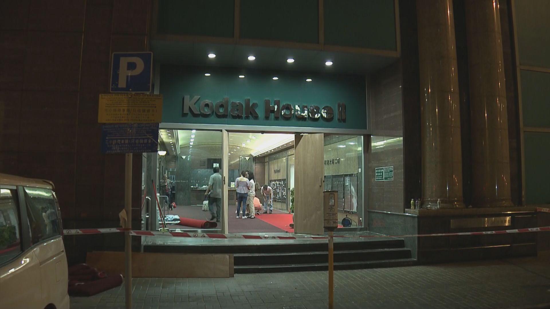 示威者柯達大廈擲汽油彈 大公文匯稱遭針對襲擊
