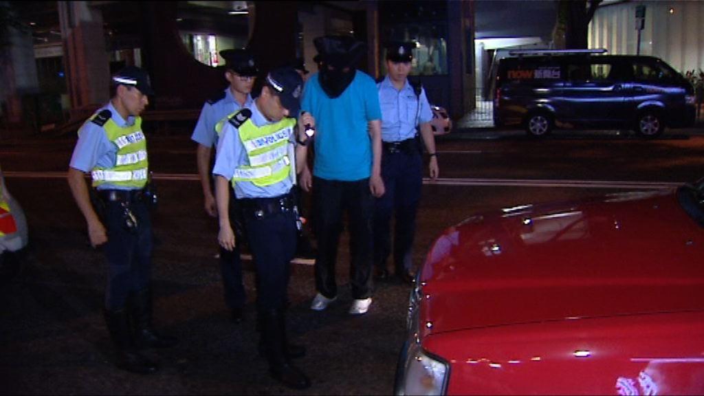 警方打擊的士濫收車資拘一司機