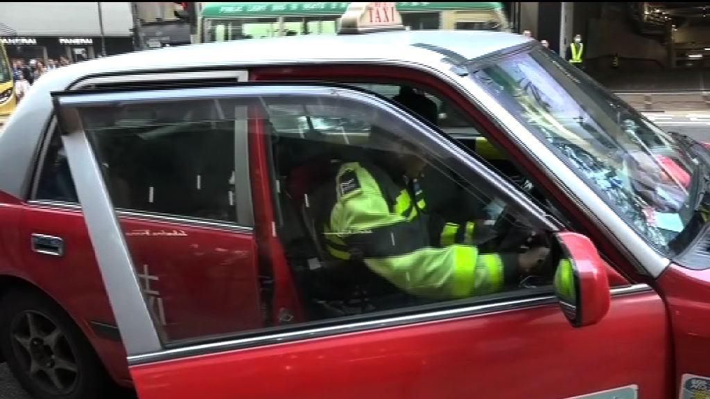 警方打擊的士違法行為拘十七人