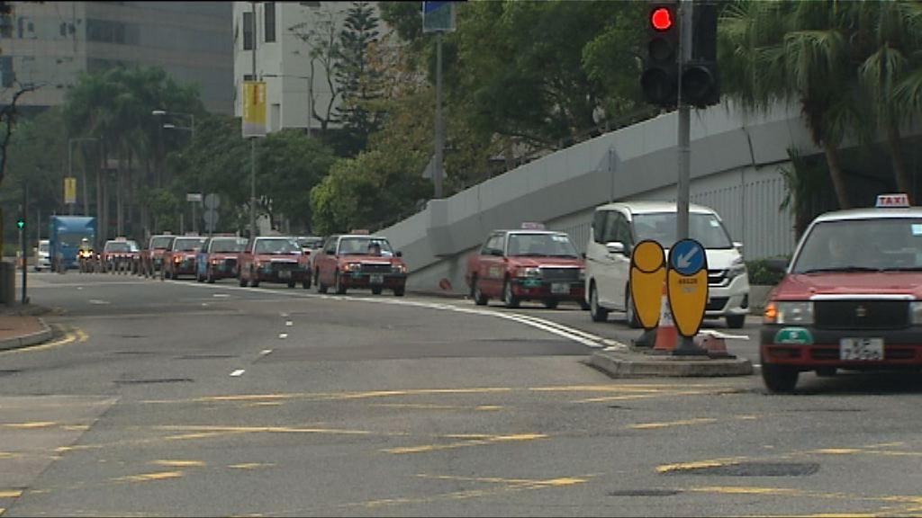 的士慢駛遊行促政府加強打擊白牌車