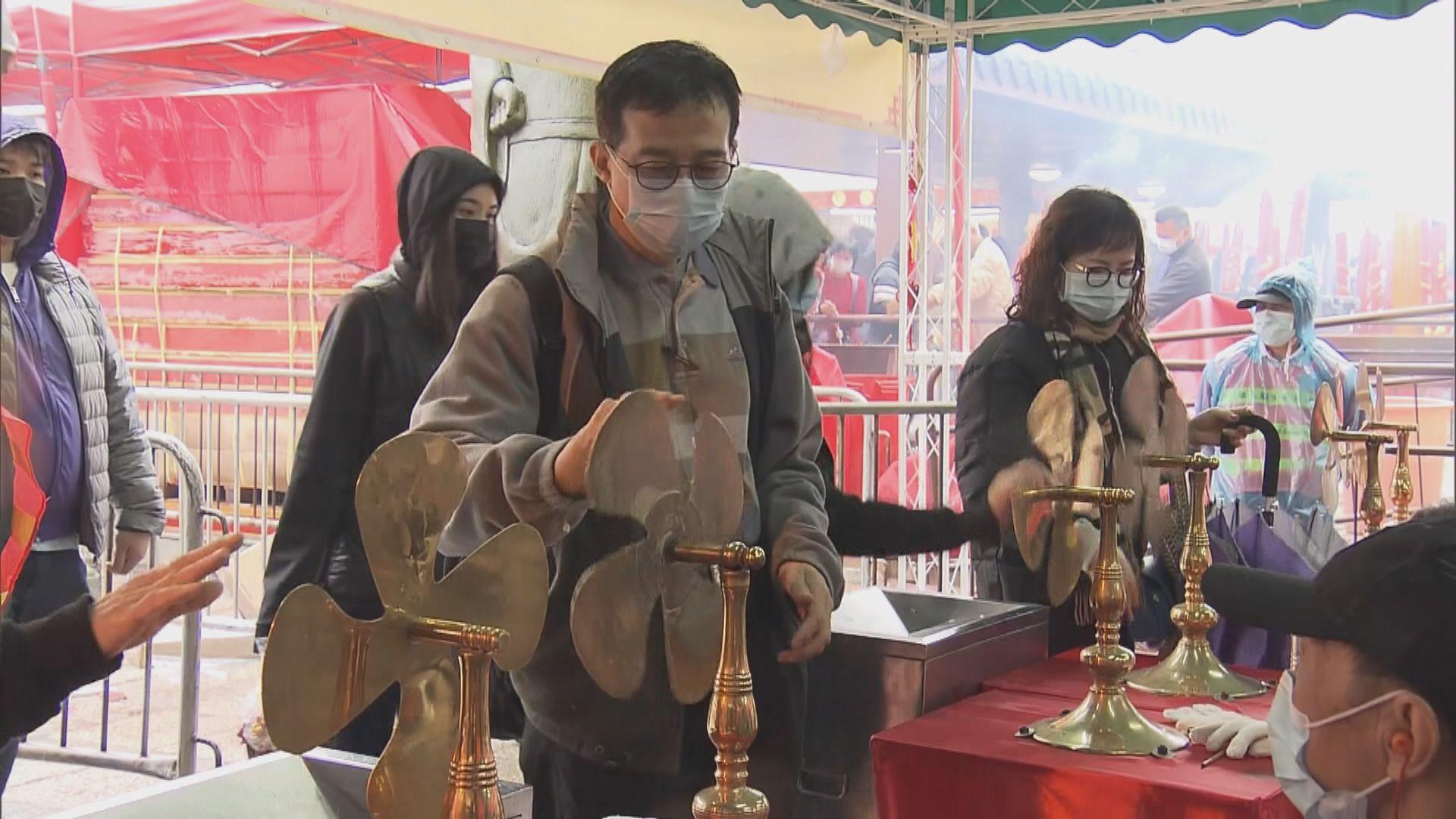 有市民專程到車公廟祈求新型冠狀病毒早日遠離香港