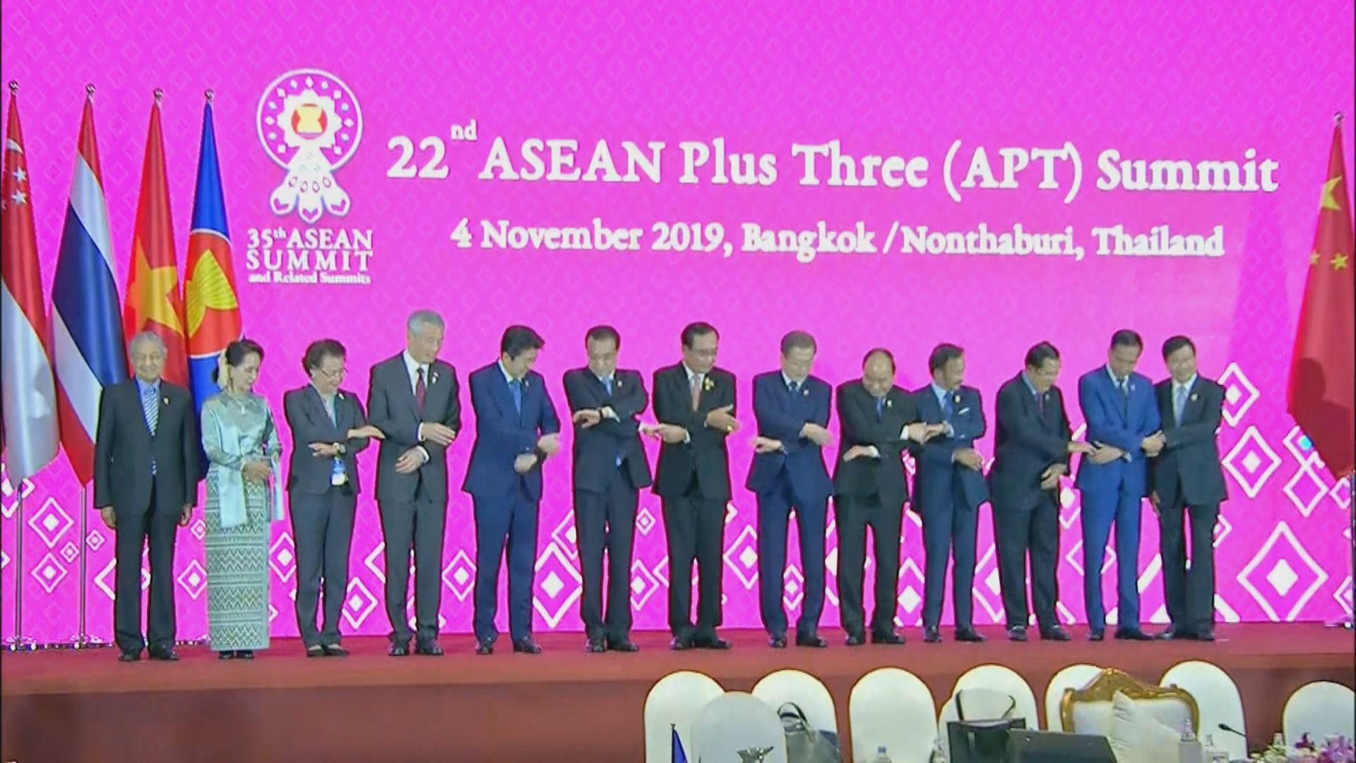 日韓領袖趁東盟峰會短暫交談