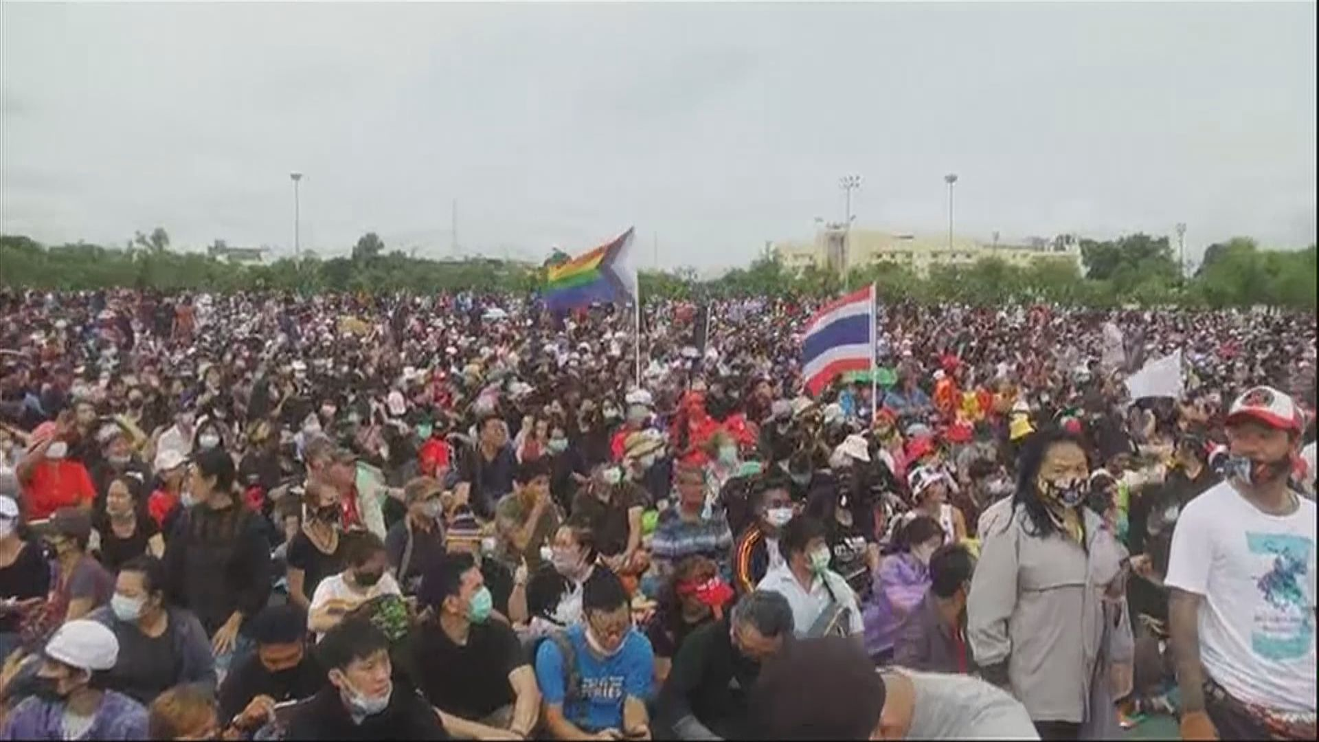 曼谷周末反政府集會 示威者逼近大王宮範圍