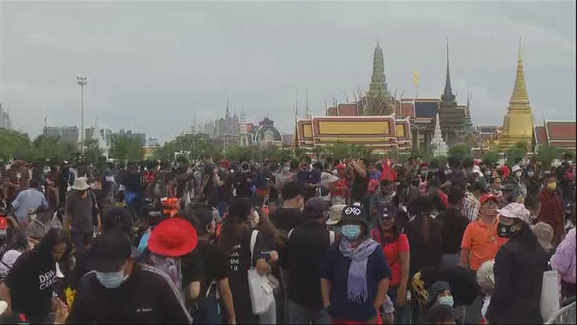 泰國大型反政府示威持續 民眾通宵留守