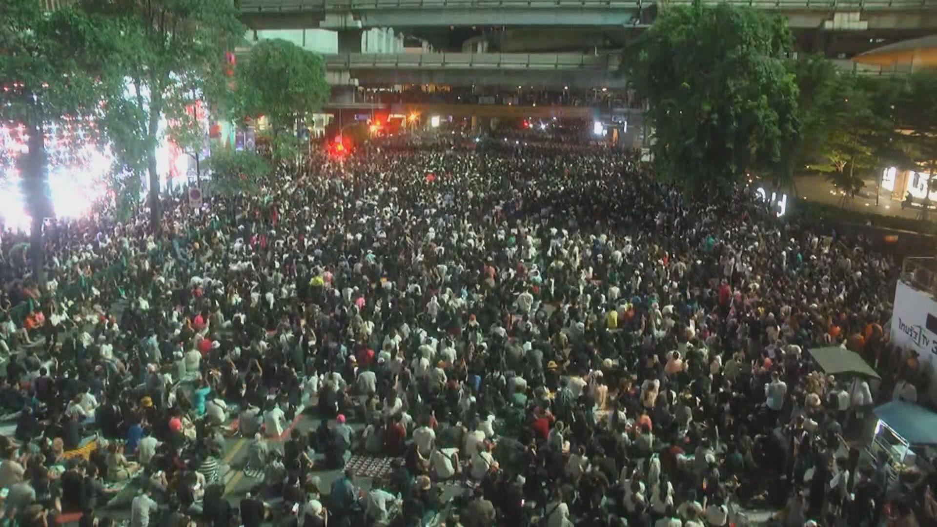 消息指泰國政府調派士兵到曼谷保護政府大樓和國會