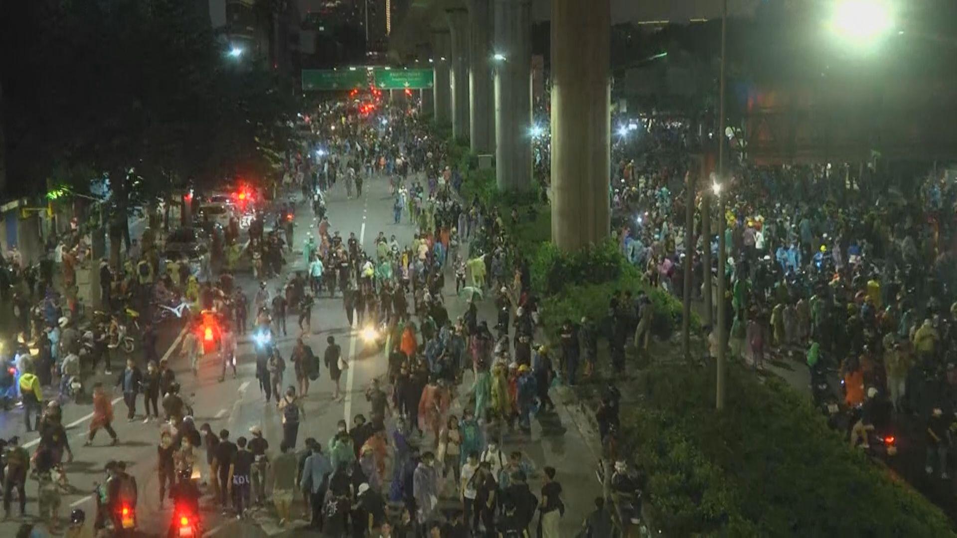 泰國曼谷集會民眾入夜後逐漸散去