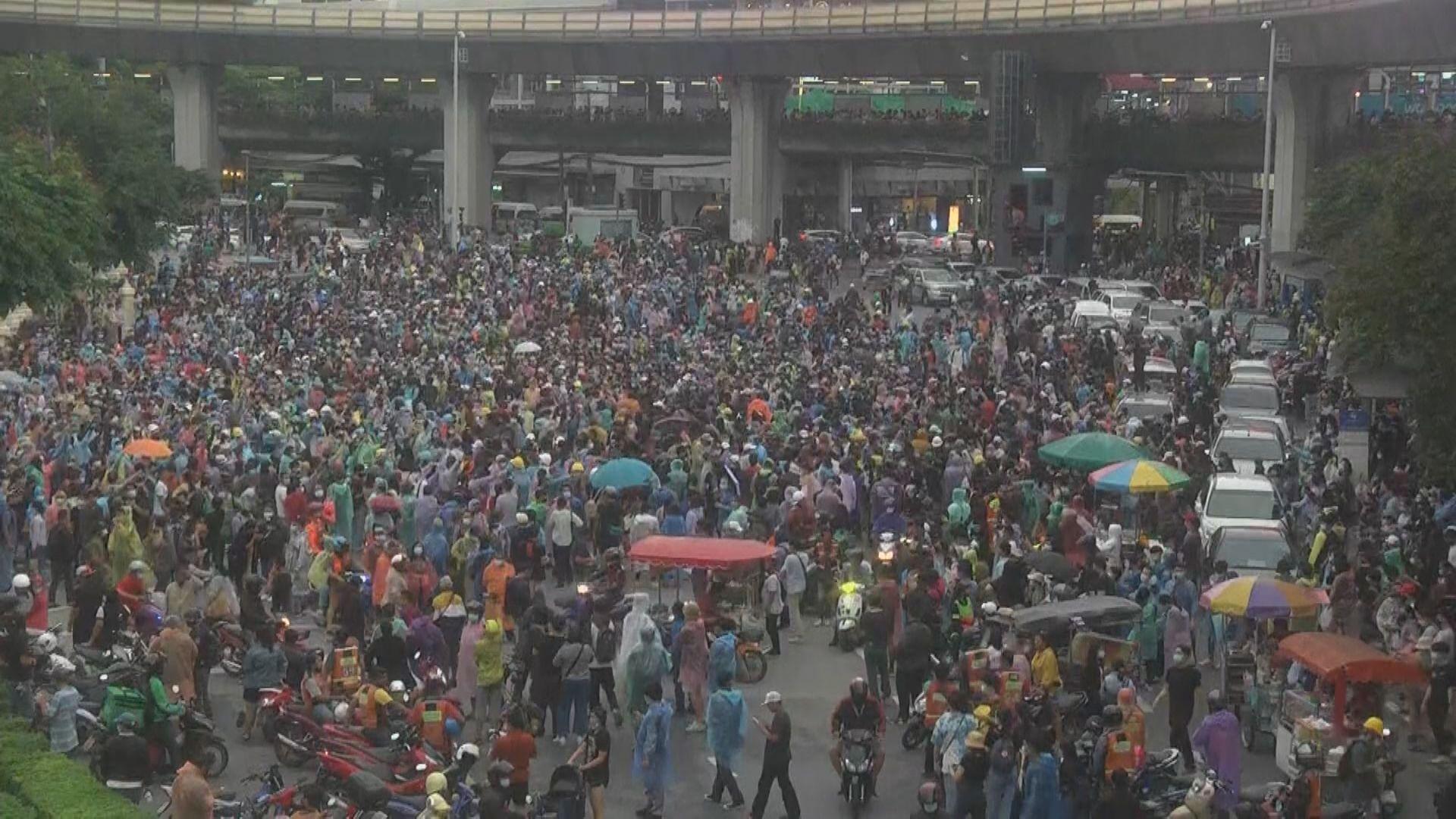 泰國曼谷多地有人聚集示威