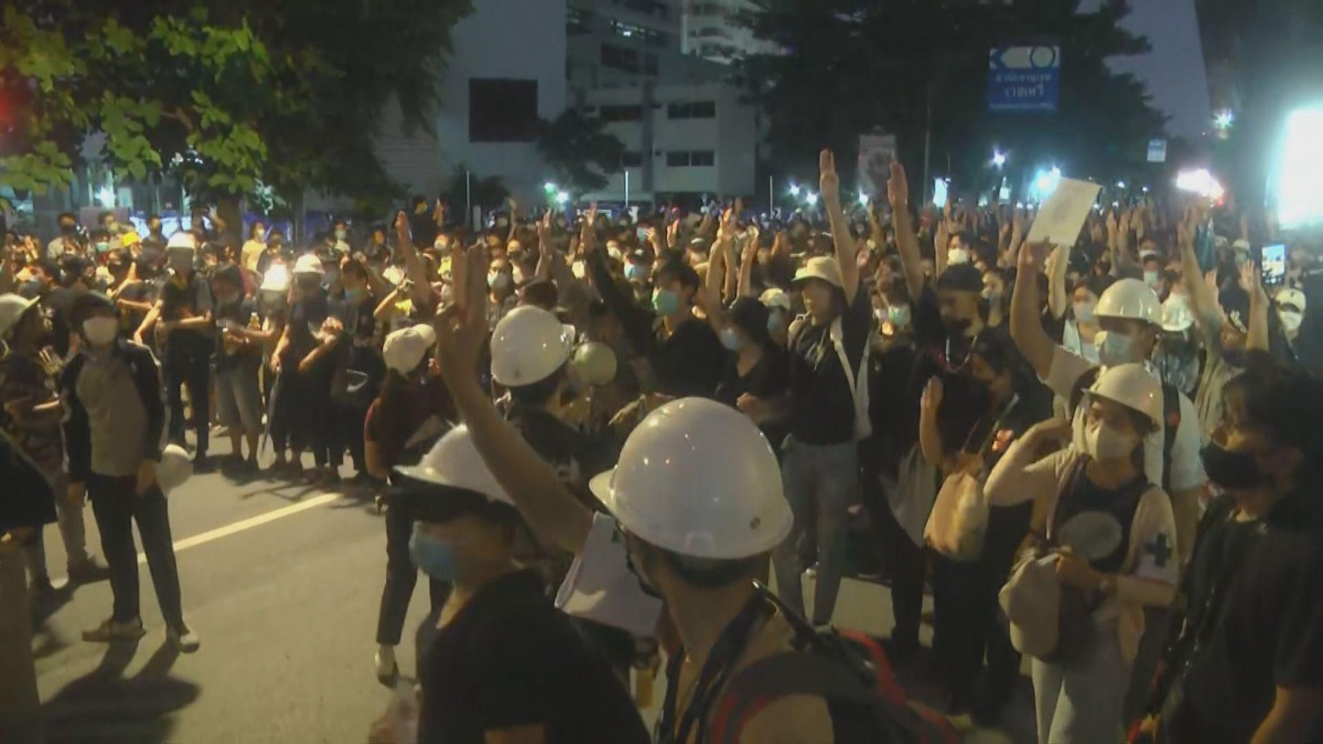 泰示威組織號召民眾轉到政府大樓抗議