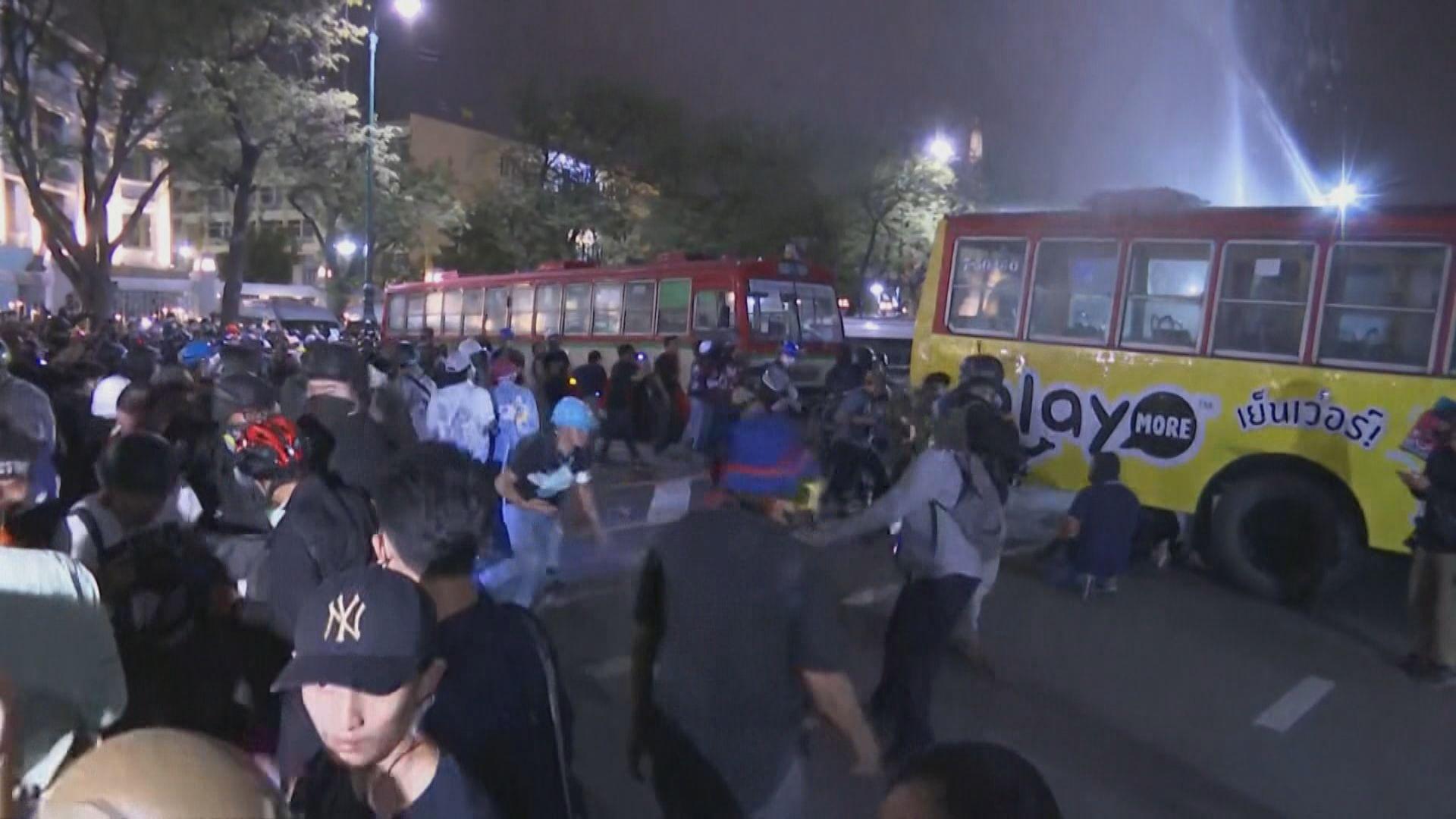 泰國反政府示威 警察射水炮驅散