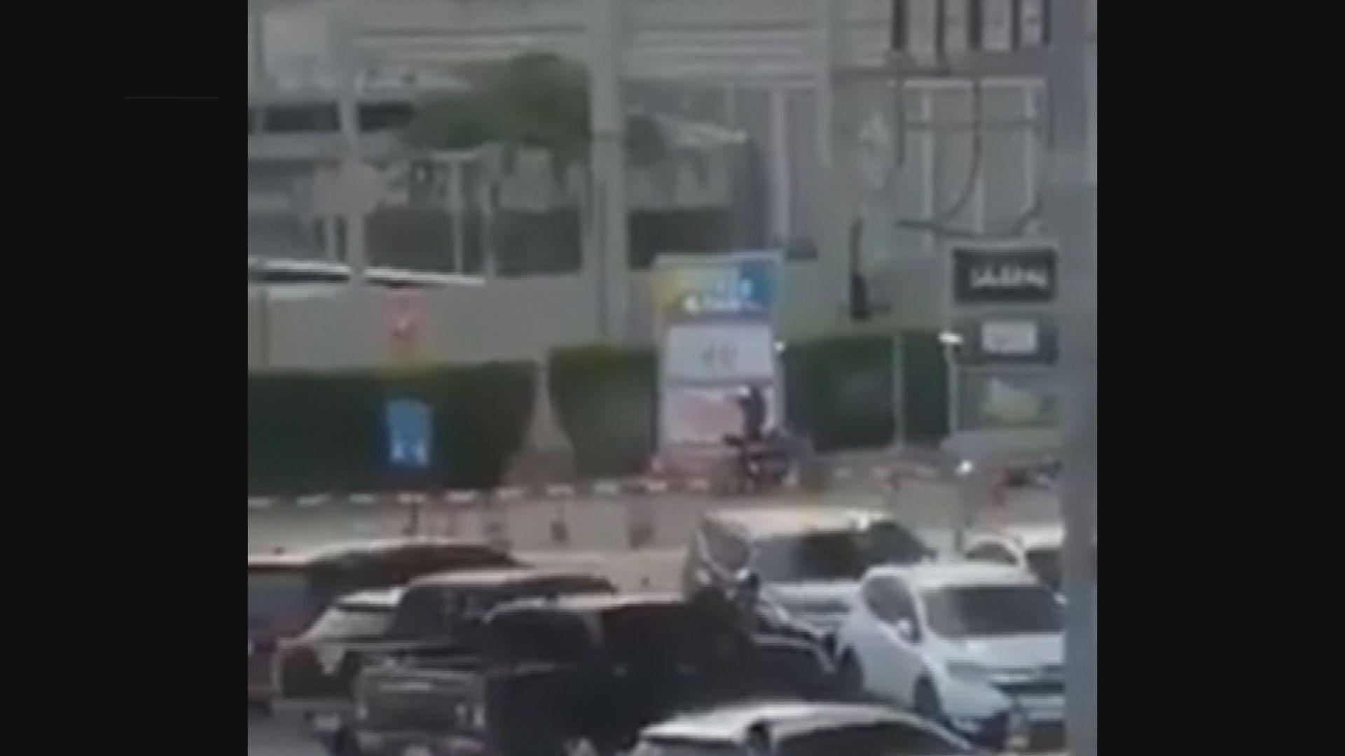 泰國一名士兵涉持步槍向途人亂槍掃射