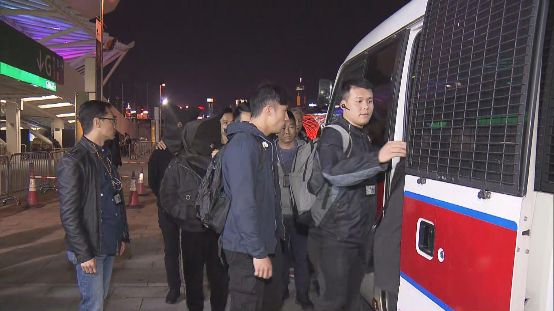 警方入境處打擊炒賣演唱會門票拘11人