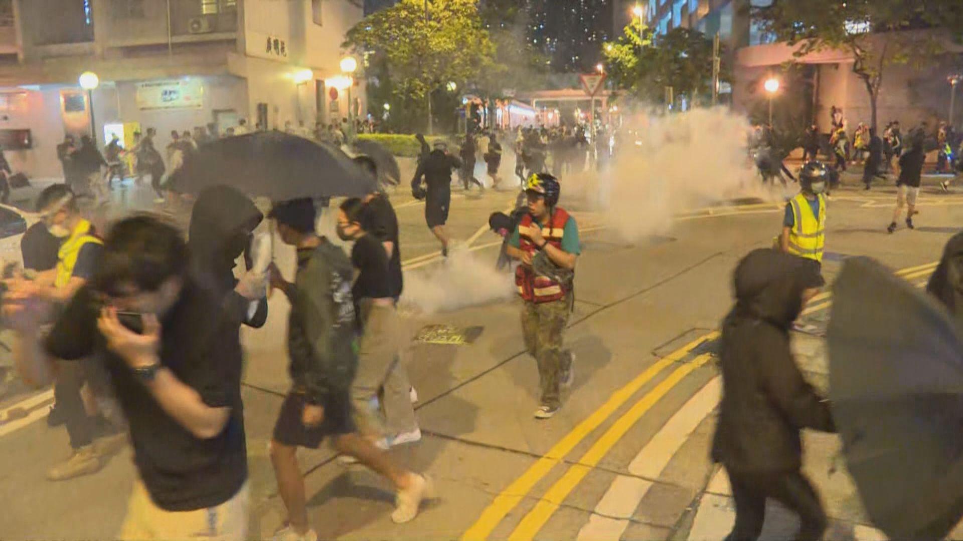 警方施放催淚彈驅散將軍澳聚集街坊